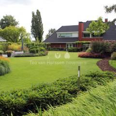 Strak gazon: klasieke Tuin door Teo van Horssen Hoveniers