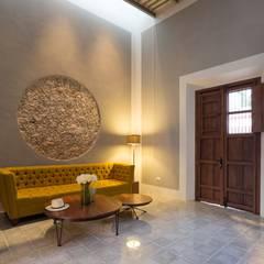 Casa del Limonero: Salas de estilo  por Taller Estilo Arquitectura
