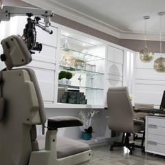 Modern clinics by Suelen Kuss Arquitetura e Interiores Modern MDF