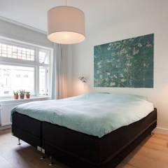 Slaapkamer:  Slaapkamer door Bob Romijnders Architectuur & Interieur
