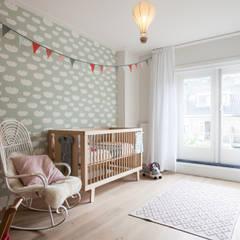 Kinderkamer:  Kinderkamer door Bob Romijnders Architectuur & Interieur
