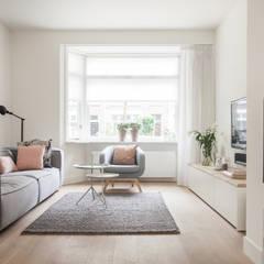 Ruang Keluarga oleh Bob Romijnders Architectuur & Interieur