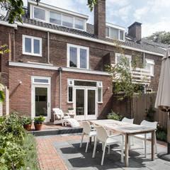 Verbouwing jaren 30-woning, Nijmegen:  Terras door Bob Romijnders Architectuur & Interieur