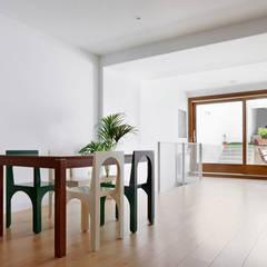 51PIA Reforma de casa entre medianeras al Centro de Sabadell: Comedores de estilo  de Vallribera Arquitectes