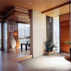 玄関脇の客間: シーズ・アーキスタディオ建築設計室が手掛けた廊下 & 玄関です。