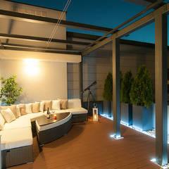Aranżacja tarasu Klasyczny balkon, taras i weranda od Perfect Space Klasyczny