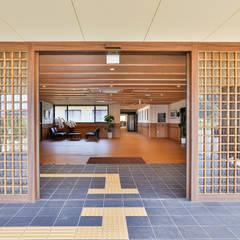 特別養護老人ホーム スマイル岡垣: アトリエ イデ 一級建築士事務所が手掛けた窓です。