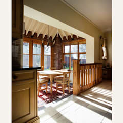 Edwin lutyens styled home with heavy overhanging eaves:  Dining room by Des Ewing Residential Architects,