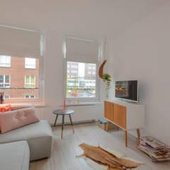 Interieurontwerp appartement Amsterdam: rustieke & brocante Woonkamer door Studio Binnen