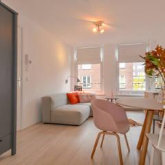 Interieurontwerp appartement Amsterdam: scandinavische Eetkamer door Studio Binnen