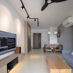 Punggol Waterway Brooks BTO:  Living room by Designer House