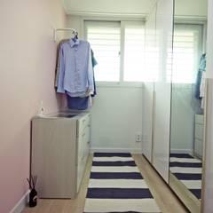 신혼부부의 포근한 20평대 아파트 홈스타일링: homelatte의  드레스 룸,미니멀