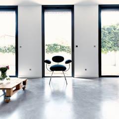 EXTENSION SURELEVATION MAISON HB33: Salon de style de style Moderne par Cendrine Deville Jacquot, Architecte DPLG, A²B2D