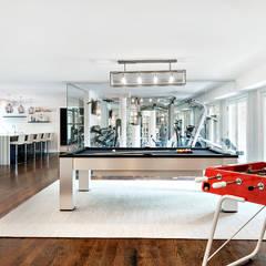 Basement: modern Gym by Clean Design
