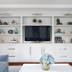 Family Room:  Living room by Clean Design