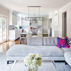 Living Spaces:  Living room by Clean Design