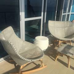 Terraza Camurí: Terrazas de estilo  por THE muebles,