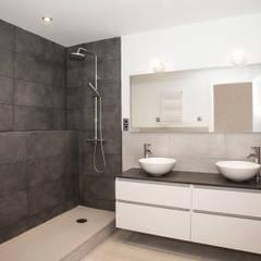 Cuarto de baño: Baños de estilo  de Grupo Inventia