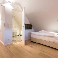 Sanierung & Design einer Ferienwohnung: landhausstil Kinderzimmer von Home Staging Sylt GmbH