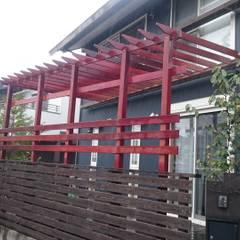 Balcones y terrazas de estilo rural de 合同会社 サイプレスMiyaby Rural Madera Acabado en madera