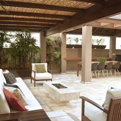 Terrace by Cecília Mesquita Arquitetura
