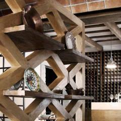 DETALLE CAVA Y CELOSÍA: Restaurantes de estilo  por Labinterfases