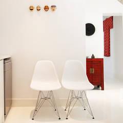 De Waterkant Townhouse: minimalistic Kitchen by Deirdre Renniers Interior Design