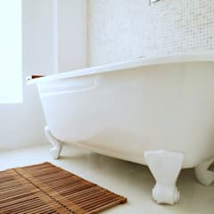 De Waterkant Townhouse: minimalistic Bathroom by Deirdre Renniers Interior Design