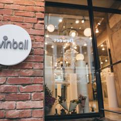 유리볼 속 유니크한 세상, 연남동 러빈볼 매장: luvinball의  상업 공간