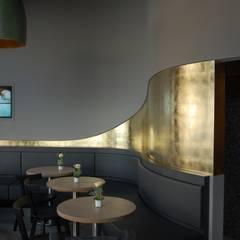 Wandvergoldung von Hand:  Multimedia-Raum von Malereibetrieb Kauroff GmbH