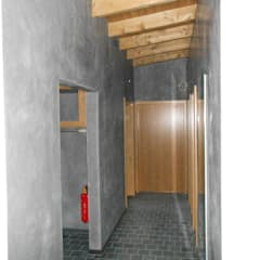 Flur in einem Repräsentationshaus in  Volimeatechnik:  Flur & Diele von Malereibetrieb Kauroff GmbH