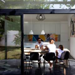 R-HOUILLES: Jardin d'hiver de style  par Florence Gaudin architecte