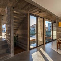 Casa Berazategui: Ventanas de estilo  por Besonías Almeida arquitectos