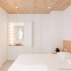 Reforma para Cristina y Juan Carlos: Dormitorios de estilo moderno de Pablo Muñoz Payá Arquitectos