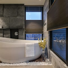 Bathroom by CJ INTERIOR 長景國際設計,