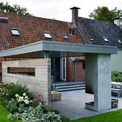 Landelijke tuin Winsum:  Tuin door KLAP tuin- en landschapsarchitectuur