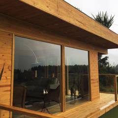 Vivienda suburbana en madera: Casas de estilo  por Taller de Ensamble SAS, Moderno Madera Acabado en madera
