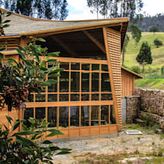 Refugio Industrial TdE Bodegas de estilo industrial de Taller de Ensamble SAS Industrial Madera Acabado en madera