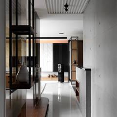 Corridor & hallway by DYD INTERIOR大漾帝國際室內裝修有限公司