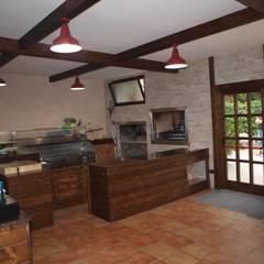 LA LOCANDA DEL GIGANTE: Gastronomia in stile  di Luigi Nevola Architetto
