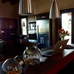 Vivienda en Algodon Wine Estates - Lote E12: Cocinas de estilo  por Azcona Vega Arquitectos,Rústico
