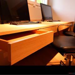 Büro mit Bürostühlen: landhausstil Arbeitszimmer von Wagner Möbel Manufaktur