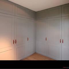 Ankleidezimmer:  Ankleidezimmer von Wagner Möbel Manufaktur