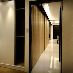 Corridor & hallway by 璞碩室內裝修設計工程有限公司,