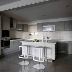 境靜:  廚房 by 大言室內裝修有限公司