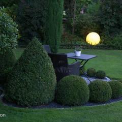 Der Sonnensitzplatz in der Dämmerung:  Garten von dirlenbach - garten mit stil