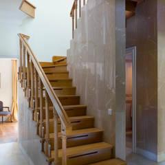 Up Stairs: Escadas  por Pedro Brás - Fotógrafo de Interiores e Arquitectura | Hotelaria | Alojamento Local | Imobiliárias