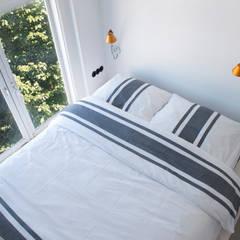 industriële sfeer in Oud-Zuid:  Slaapkamer door IJzersterk interieurontwerp,