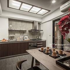 新東方-餐廚區:  廚房 by 大不列顛空間感室內裝修設計