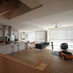 Childlike - House M:  客廳 by 六相設計 Phase6, 簡約風